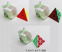 Кубик-логика, треугольный, 3 вида, в коробке 7*7*7 см