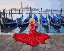 Девушка у причала Венеции
